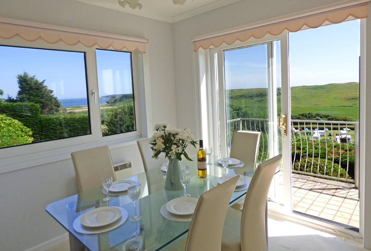 Strawberry Gardens House - 4 Star Holiday Home - Penally, Pembrokeshire, Wales