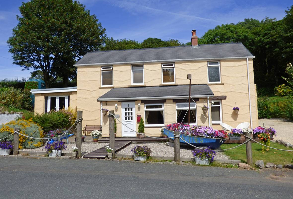 Habititabities - 4 Star Holiday Cottage - Tenby, Pembrokeshire, Wales