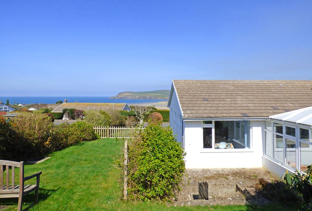 Awel y Mor - 4 Star Holiday Cottage - Newport, Pembrokeshire, Wales
