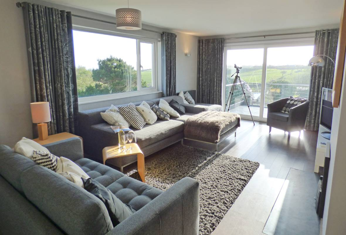 Treetops - 4 Star Holiday Cottage - Lydstep, Pembrokeshire, Wales