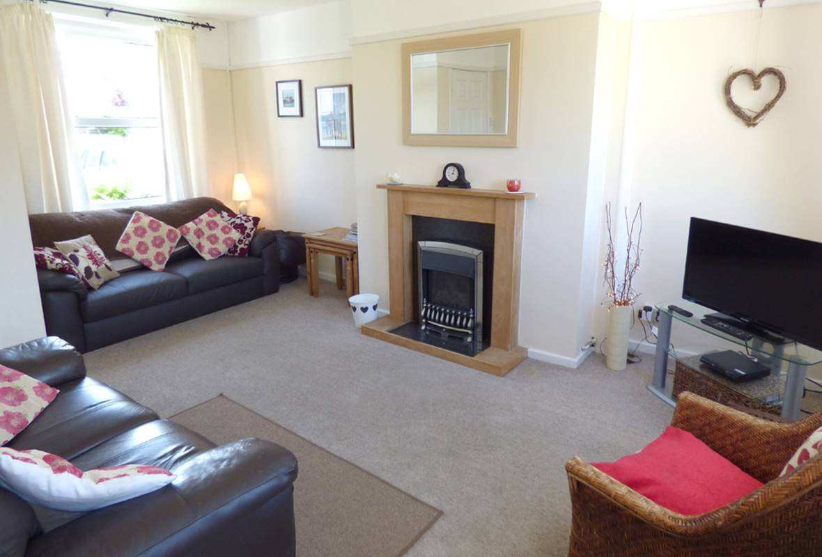 8 Garn Ingli - 4 Star Holiday Home - Fishguard, Pembrokeshire, Wales