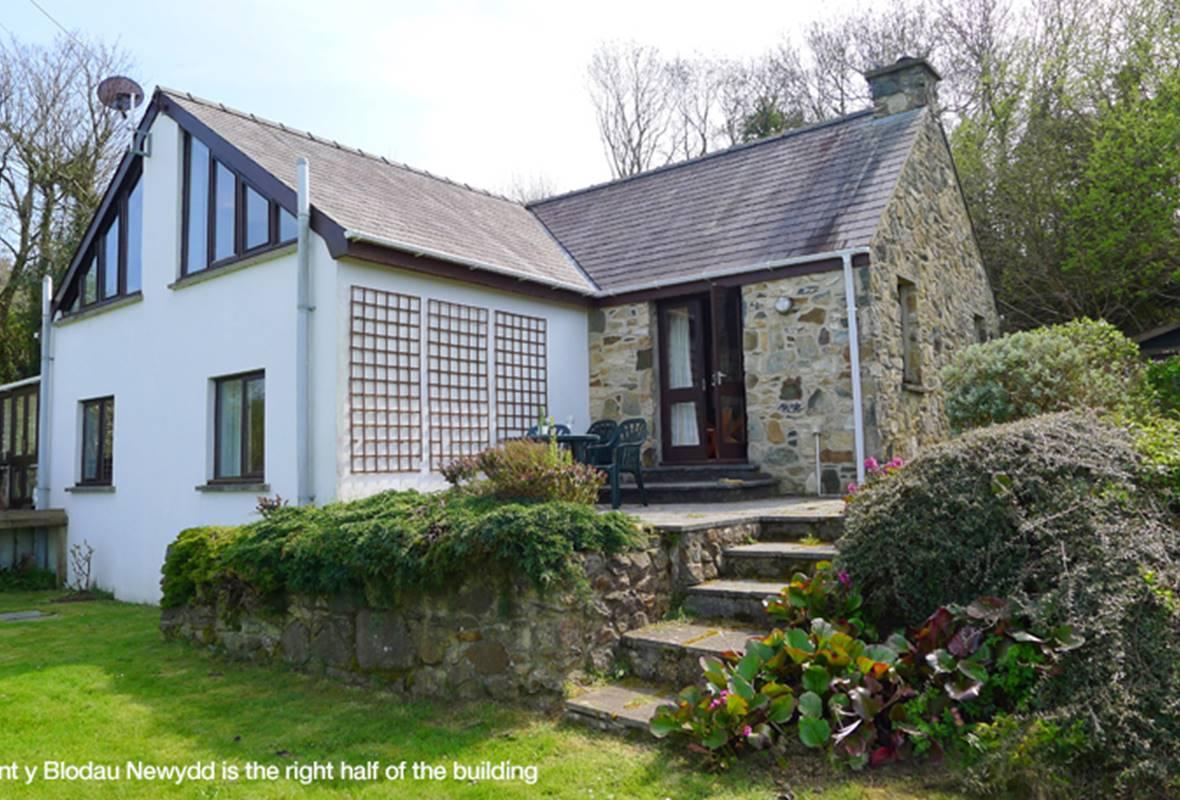 Nant Y Blodau Newydd - 4 Star Holiday Cottage - Newport, Pembrokeshire, Wales