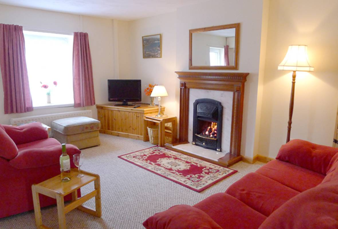 8 Smyth Street - 3 Star Holiday Home - Fishguard, Pembrokeshire, Wales