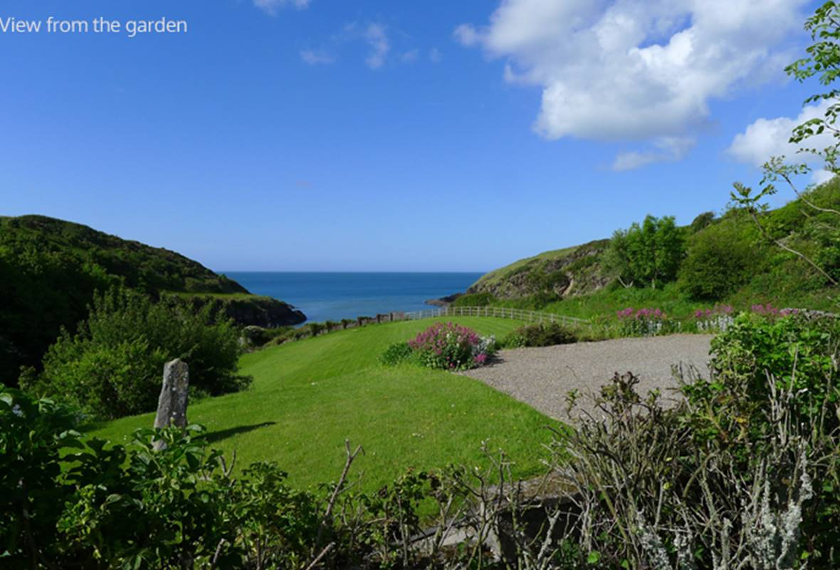 Aberfforest House - 4 Star Holiday Home - Aberfforest Beach, Newport, Pembrokeshire, Wales