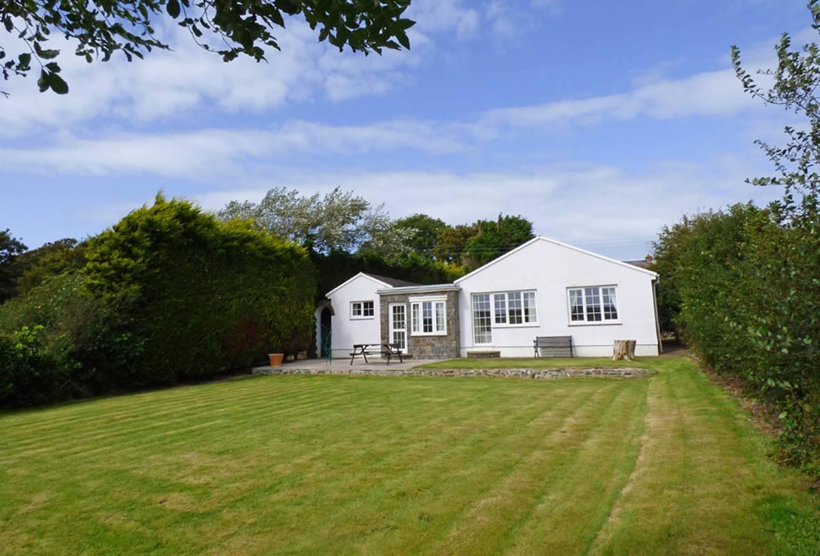 Gwestyr Wennol - 3 Star Holiday Home - Trefin, Pembrokeshire, Wales