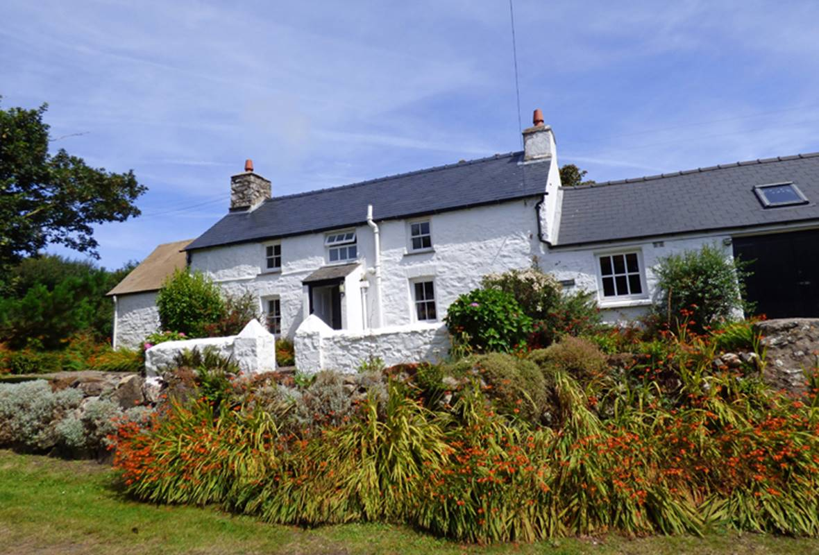 Ty Canol - 4 Star Holiday Cottage - Pwll Deri, Strumble Head, Pembrokeshire, Wales