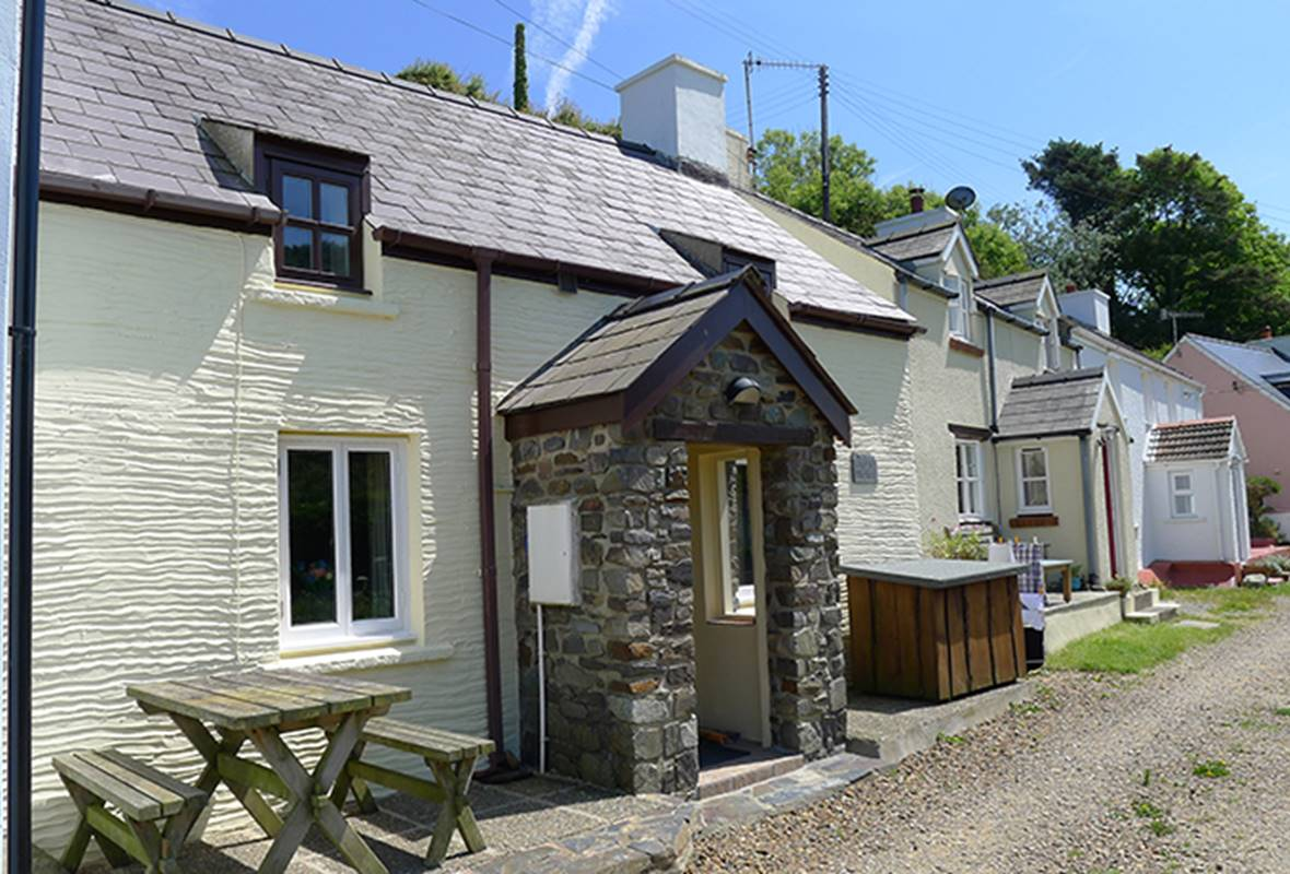 Bryn Melin - 3 Star Holiday Cottage - Abercastle, Pembrokeshire, Wales