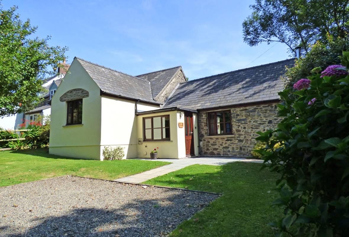 Apple Tree Cottage - 4 Star Holiday Cottage - Trefin, Pembrokeshire, Wales