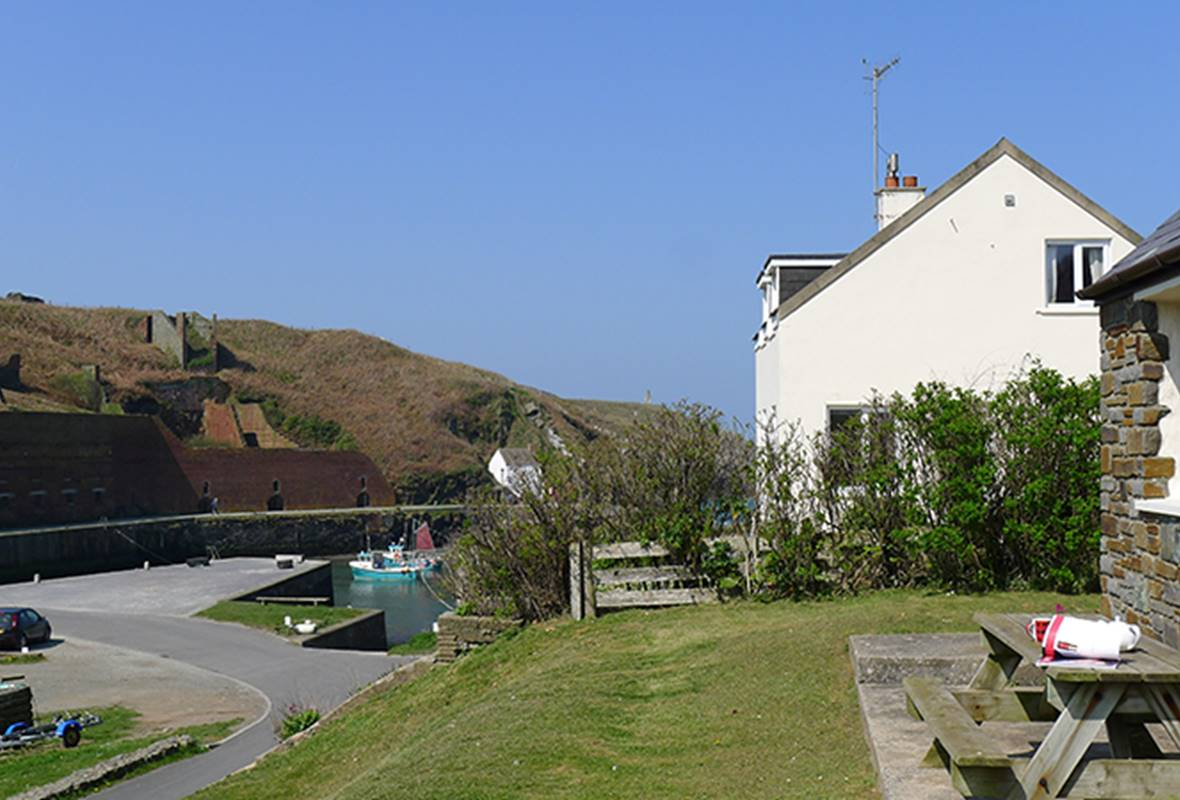 Coastal View - 3 Star Holiday Cottage - Porthgain, Pembrokeshire, Wales