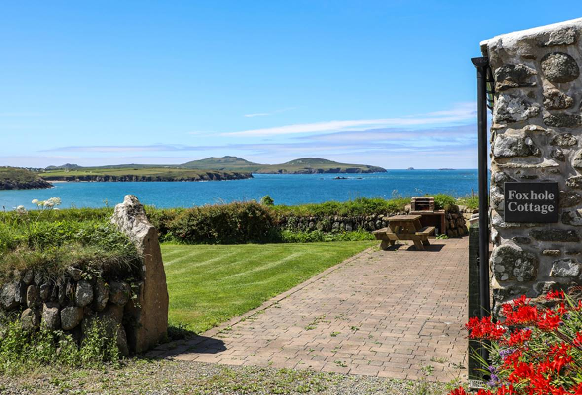 Foxhole Cottage - 4 Star Holiday Cottage - Whitesands Bay, Pembrokeshire, Wales