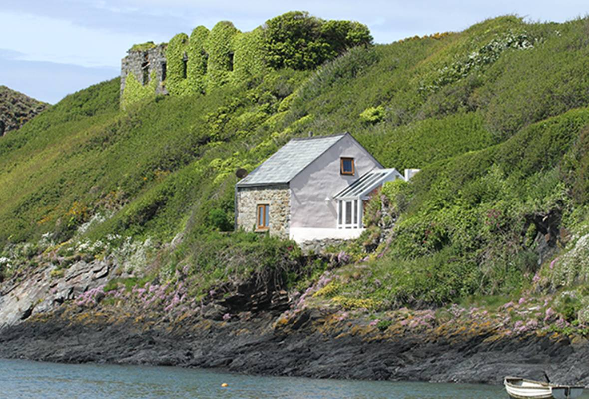 Doves Cottage - 3 Star Holiday Cottage - Abercastle, Pembrokeshire, Wales