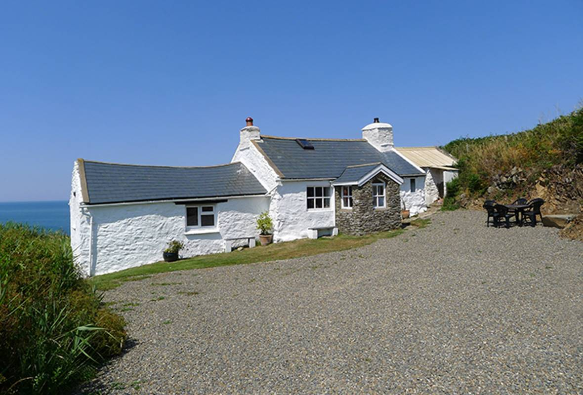 Penrhyn - 2 Star Holiday Cottage - Strumble Head, Pembrokeshire, Wales