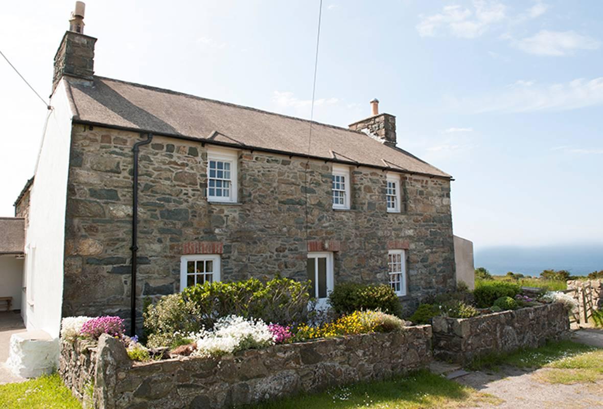 Cartref - 4 Star Holiday Apartment - Llanwnda, Strumble Head, Pembrokeshire, Wales