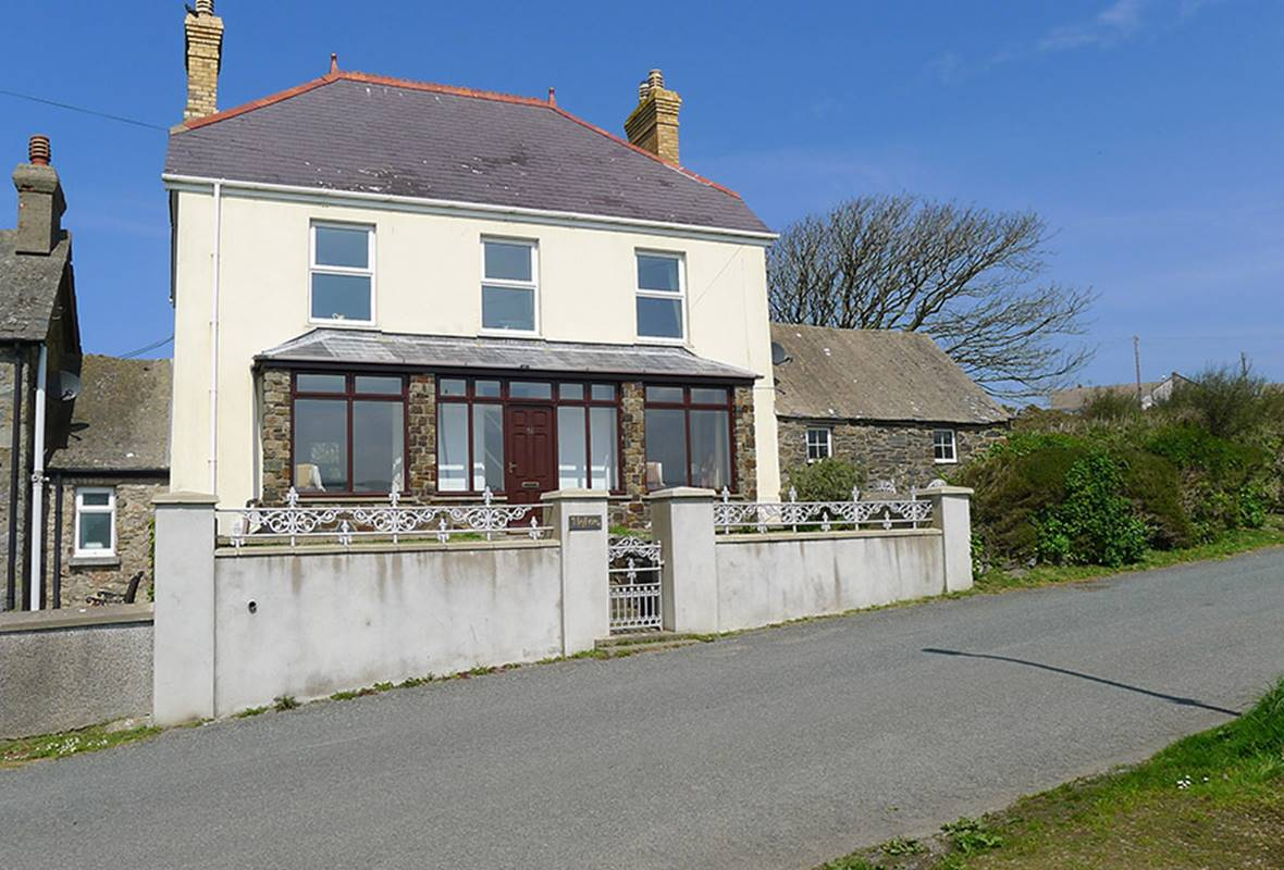 Hafan - 4 Star Holiday Home - Trefin, Pembrokeshire, Wales