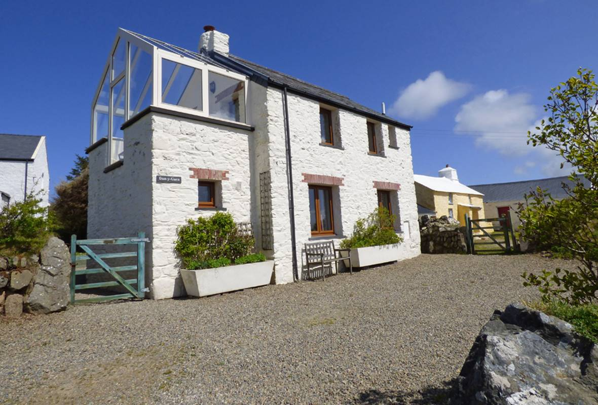 Dan y Garn - 4 Star Holiday Home - Nr Whitesands, Pembrokeshire, Wales
