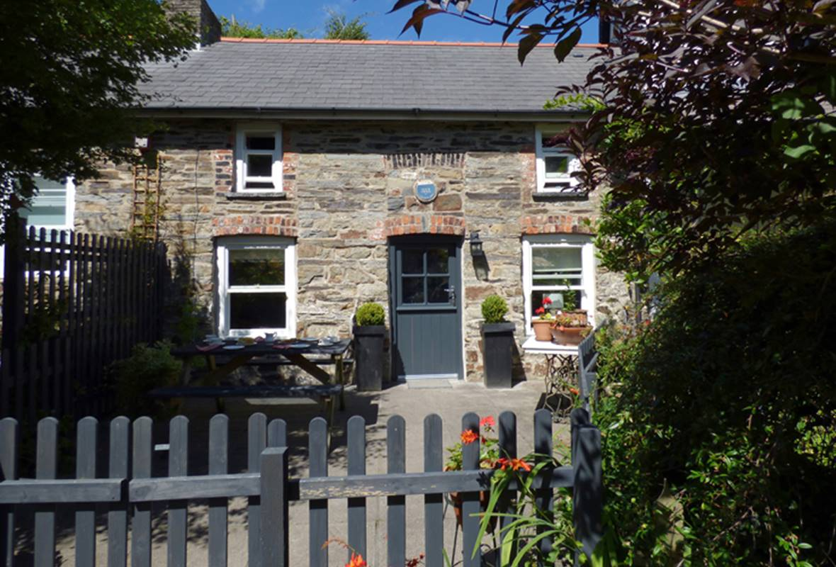 1 Penally Boathouse Mews - 4 Star Holiday Cottage - St Dogmaels, Pembrokeshire, Wales