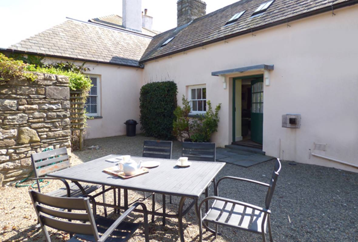 Old Tregwynt Farmhouse - 4 Star Holiday Property - Abermawr, Pembrokeshire, Wales