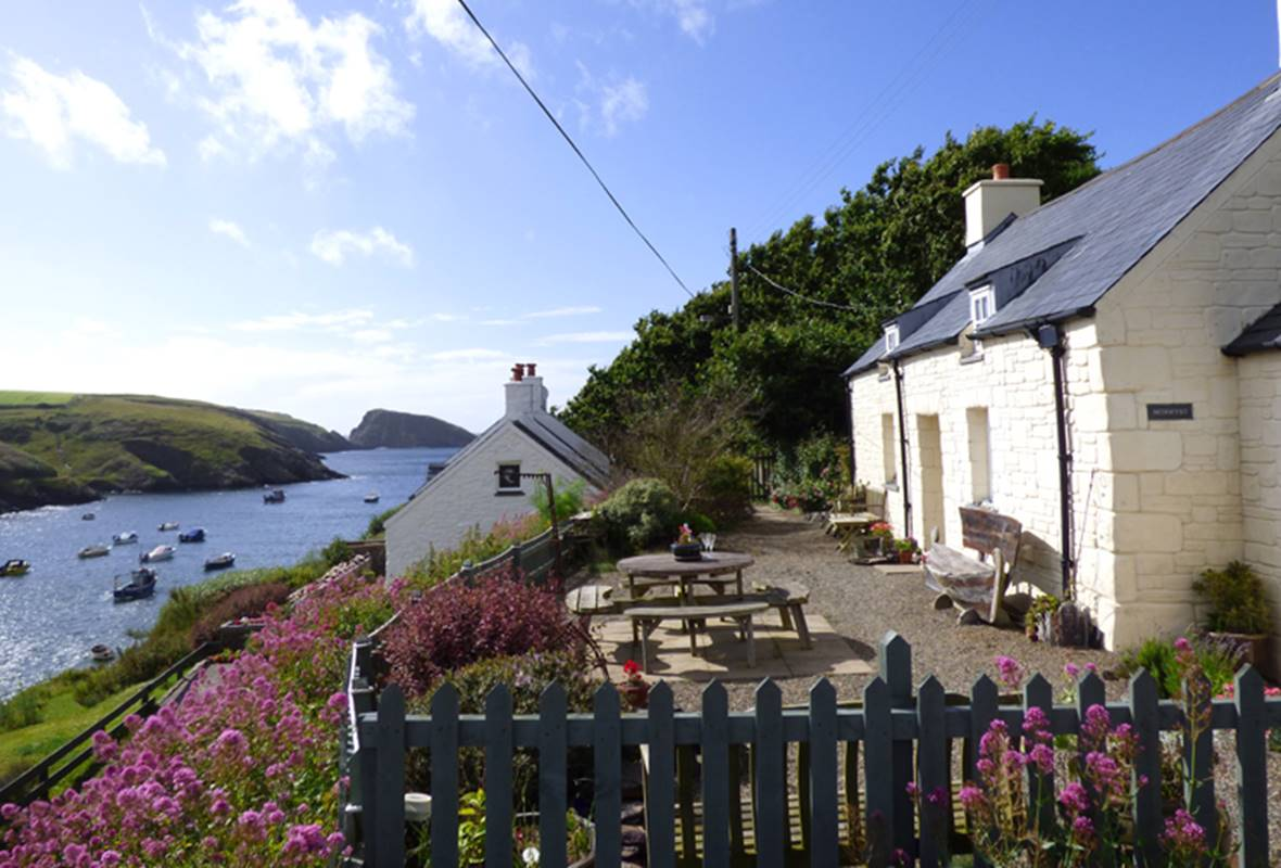 Morwynt - 4 Star Holiday Cottage - Abercastle, Pembrokeshire, Wales