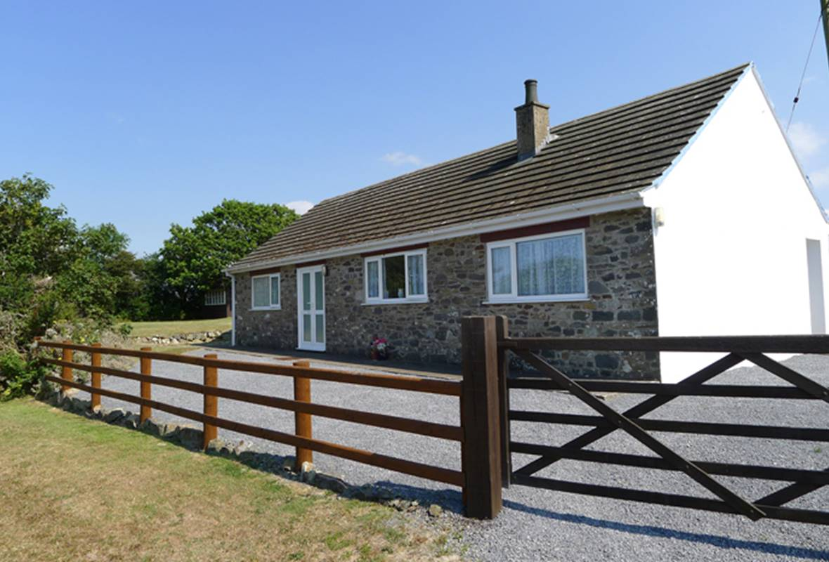 Llanwg - 3 Star Holiday Cottage - Trefin, Pembrokeshire, Wales