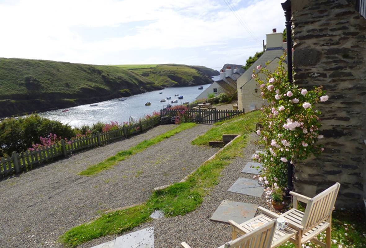 The Smithy - 4 Star Holiday Cottage - Abercastle, Pembrokeshire, Wales