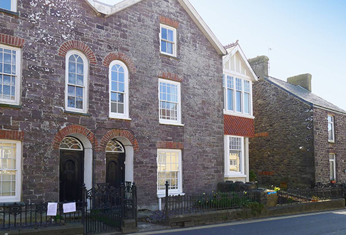 44 High Street - 4 Star Holiday Home - St Davids, Pembrokeshire, Wales