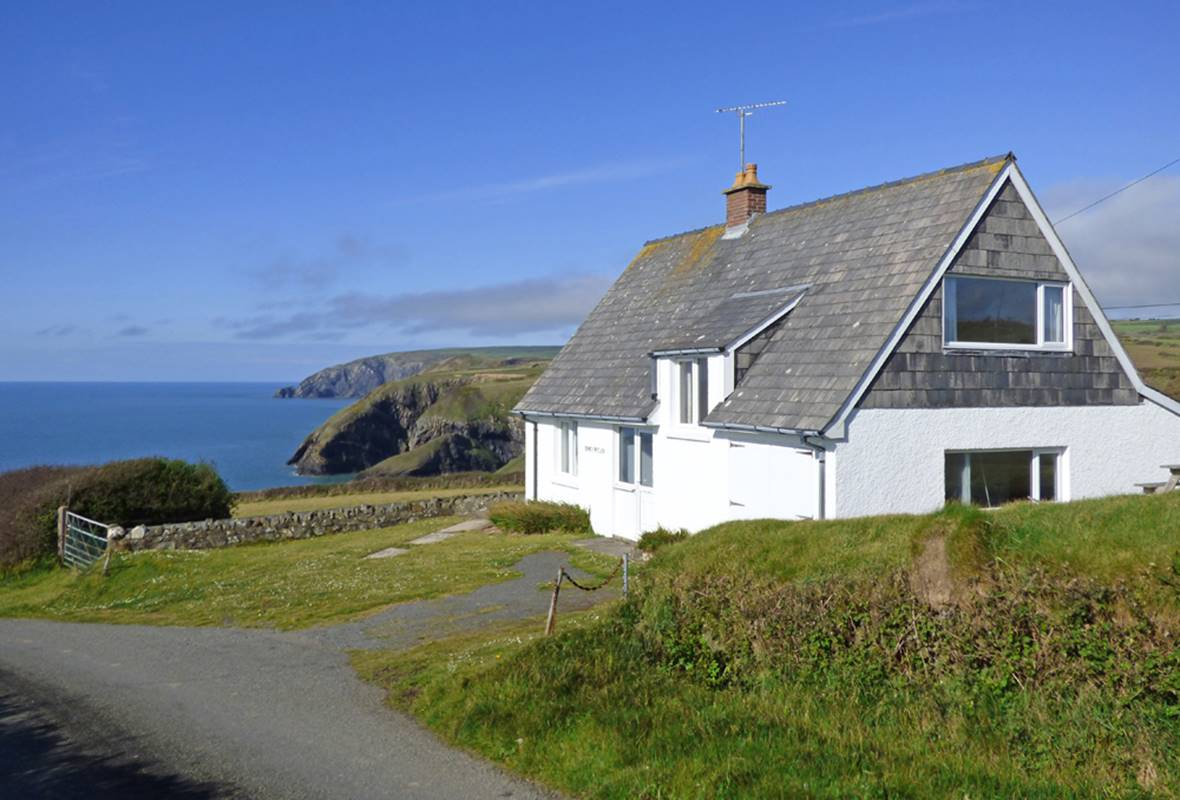 Cnwc y Wylan - 2 Star Holiday Cottage - Ceibwr Bay, Pembrokeshire, Wales
