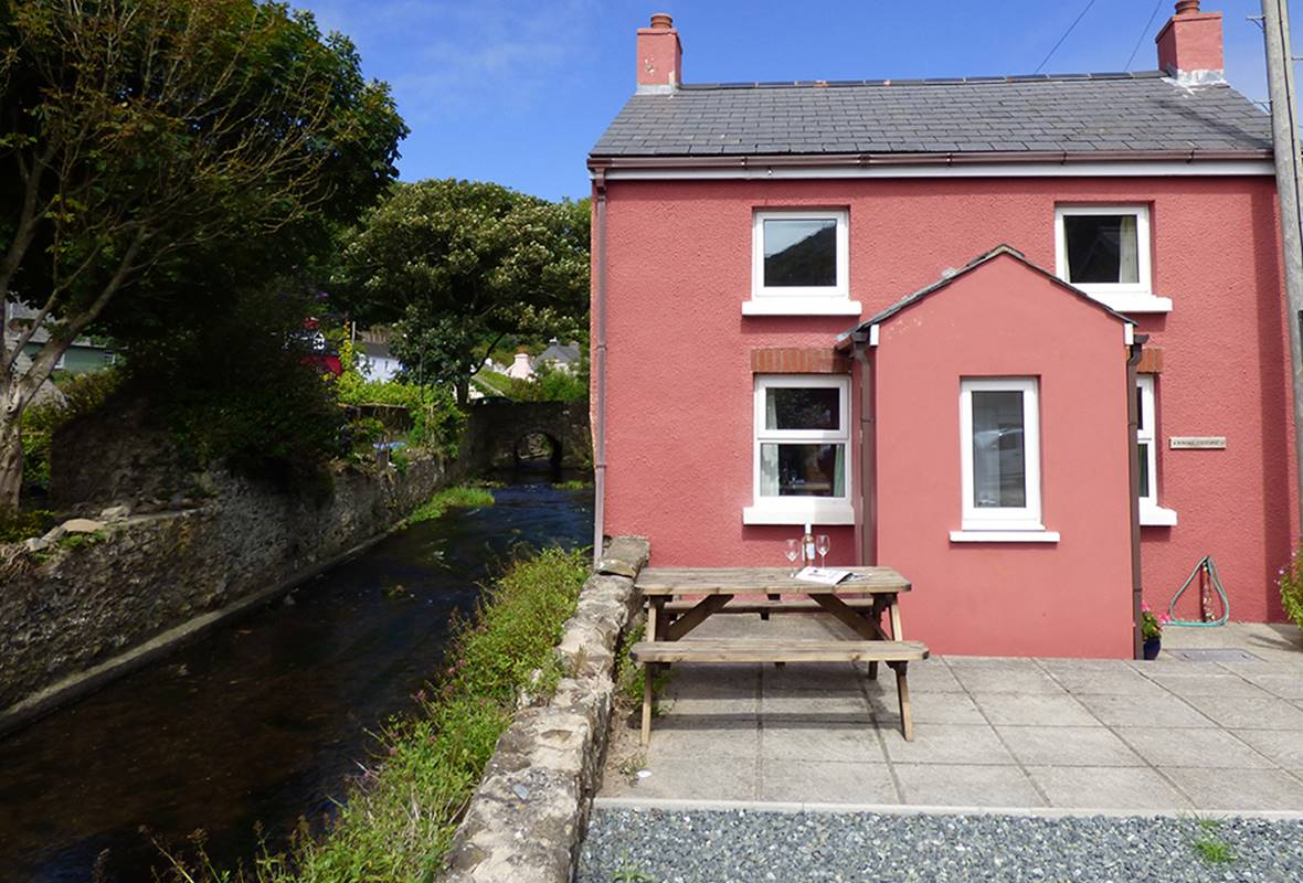 Dingle Cottage - 3 Star Holiday Cottage - Solva, Pembrokeshire, Wales