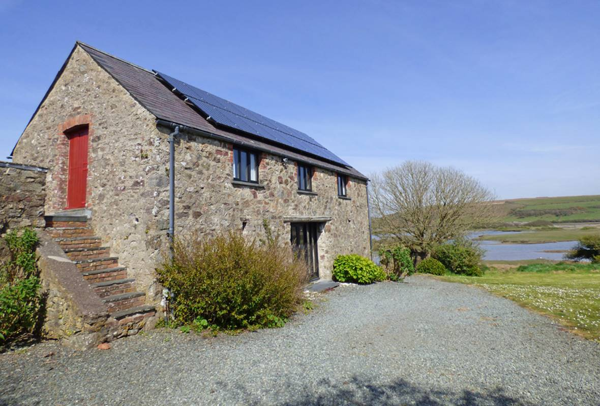 Crabhall Barn - 4 Star Holiday Property - Dale, Pembrokeshire, Wales