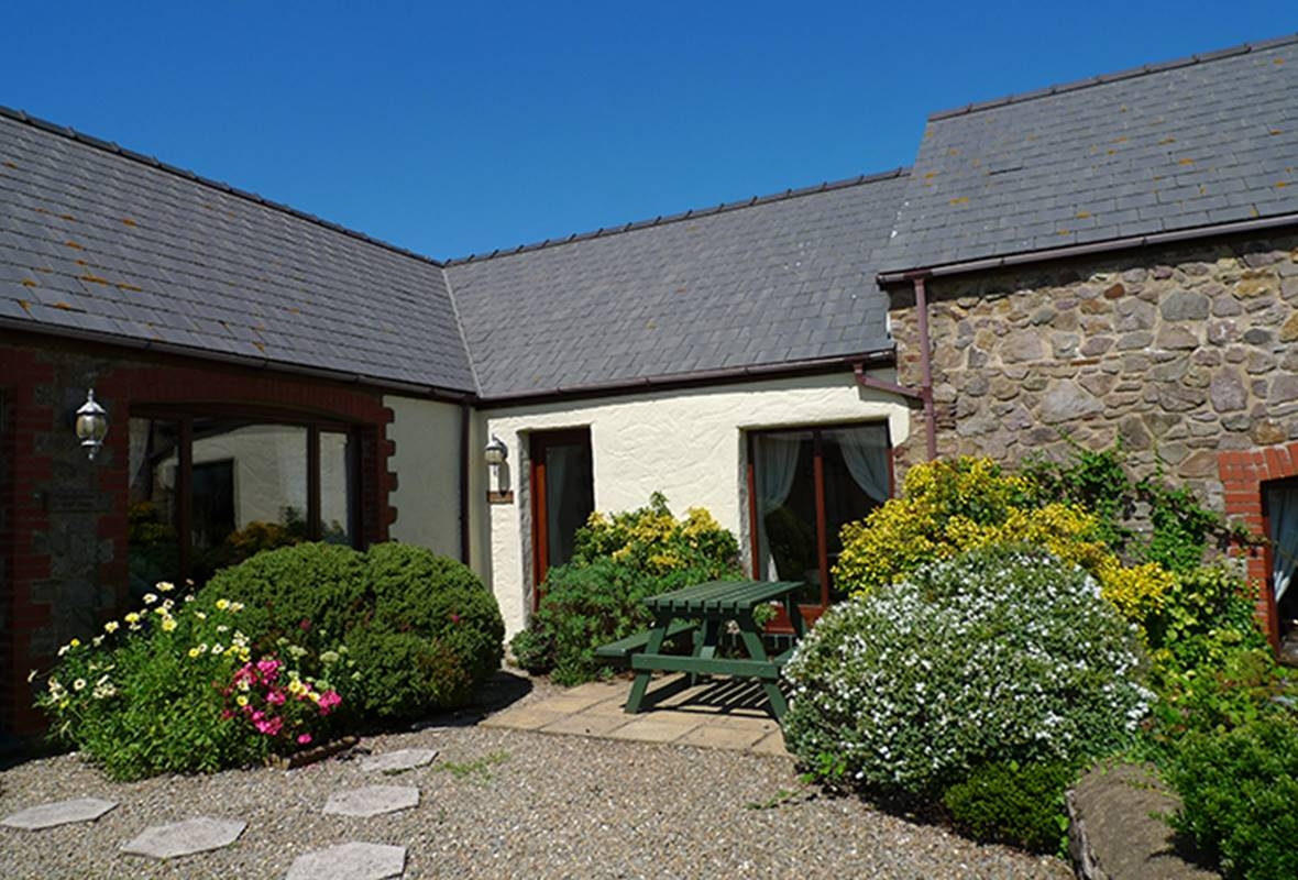 Shepherds Cottage - 4 Star Holiday Home - Nr St Brides, Pembrokeshire, Wales