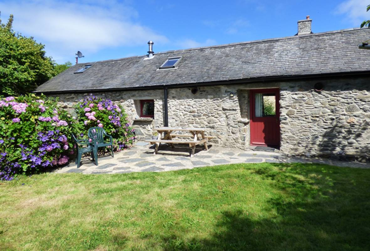 Seahorse Cottage - 3 Star Holiday Cottage - Aberfforest Beach, Newport, Pembrokeshire, Wales