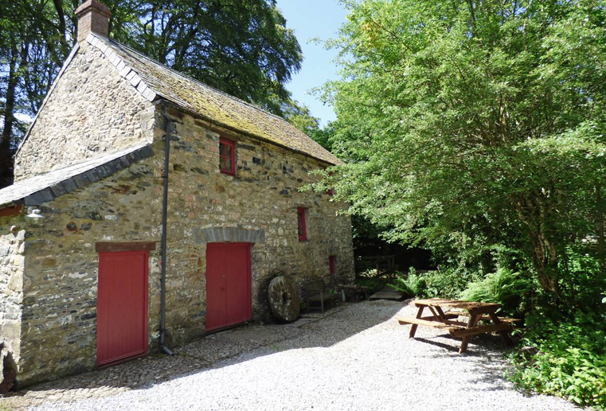 Camrose Mill, Camrose | 3 Star Holiday Property in