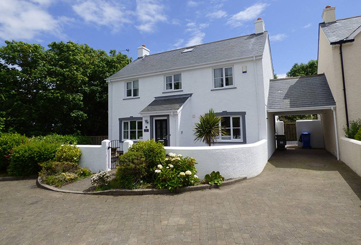 The Retreat - 5 Star Holiday Home - Little Haven, Pembrokeshire, Wales
