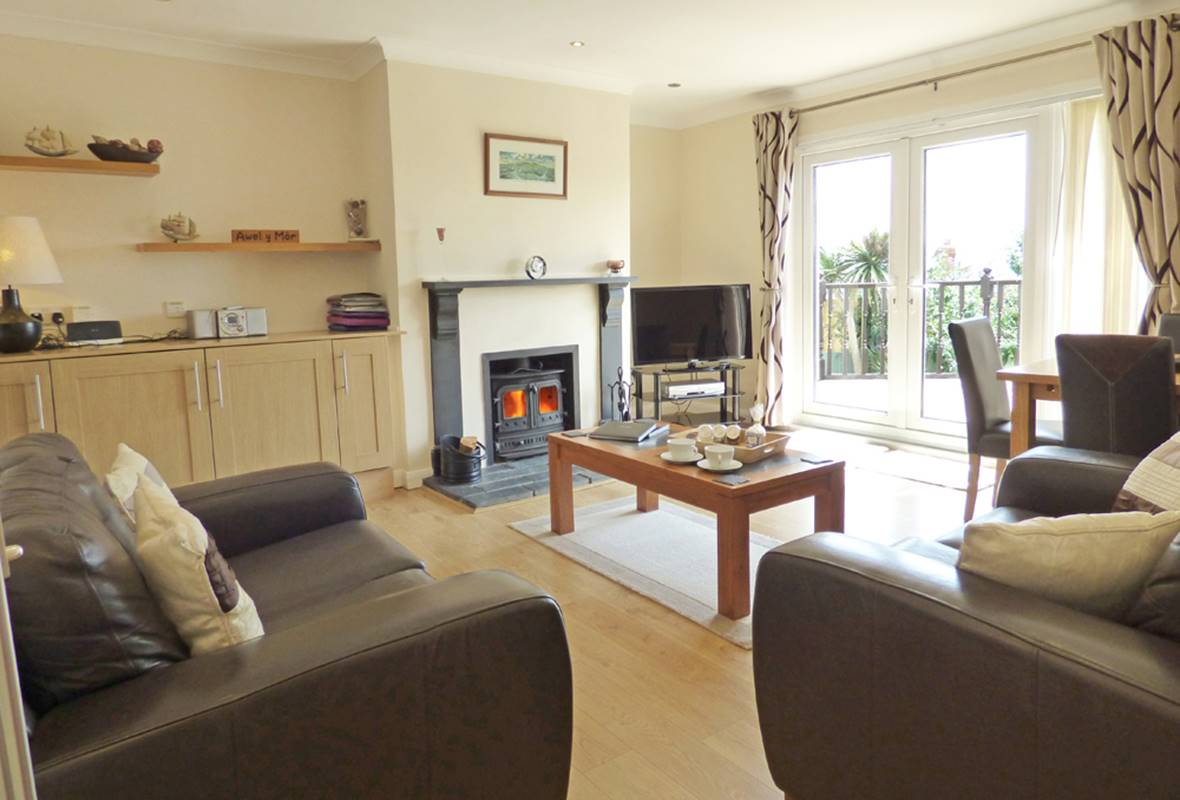Awel y Mor - 5 Star Holiday Cottage - Solva, Pembrokeshire, Wales