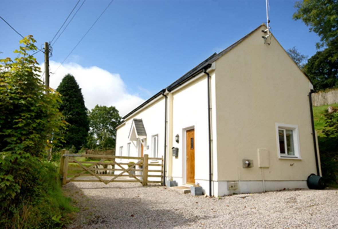 The Old Milking Parlour - 4 Star Holiday Property - Treffgarne, Pembrokeshire, Wales