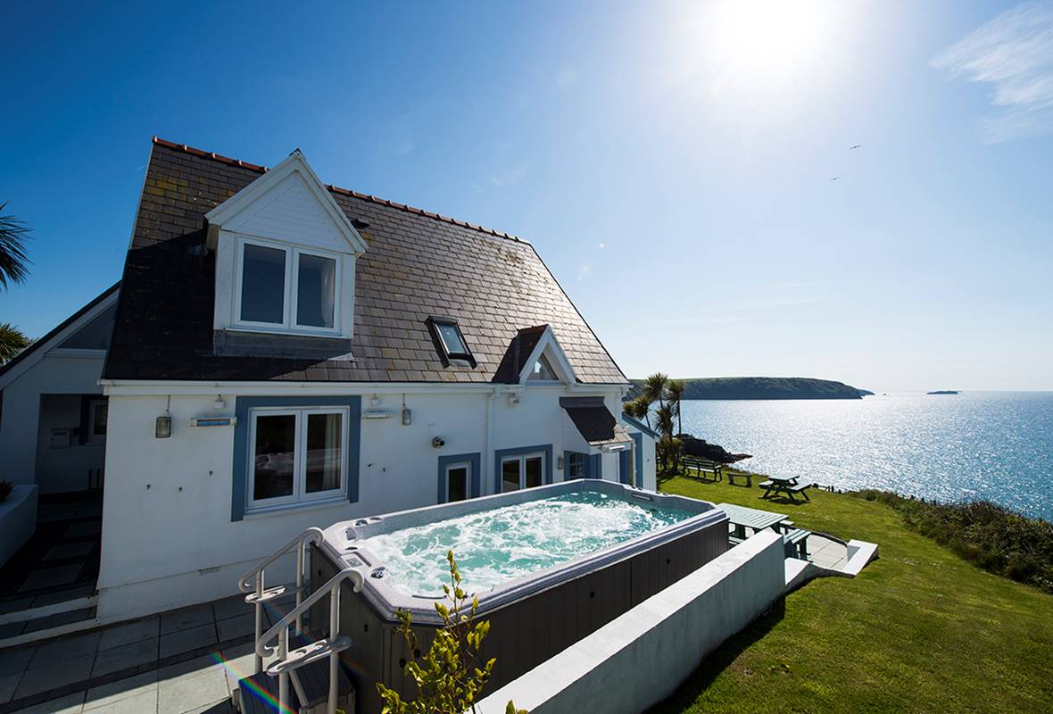 Atlantic Sunset - 5 Star Holiday Home - Little Haven, Pembrokeshire, Wales