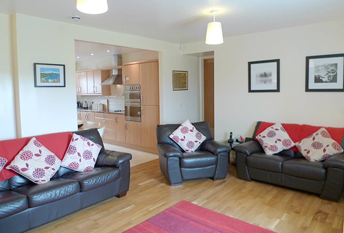 2 Coastal View - 5 Star Holiday Home - Llanunwas. Solva, Pembrokeshire, Wales