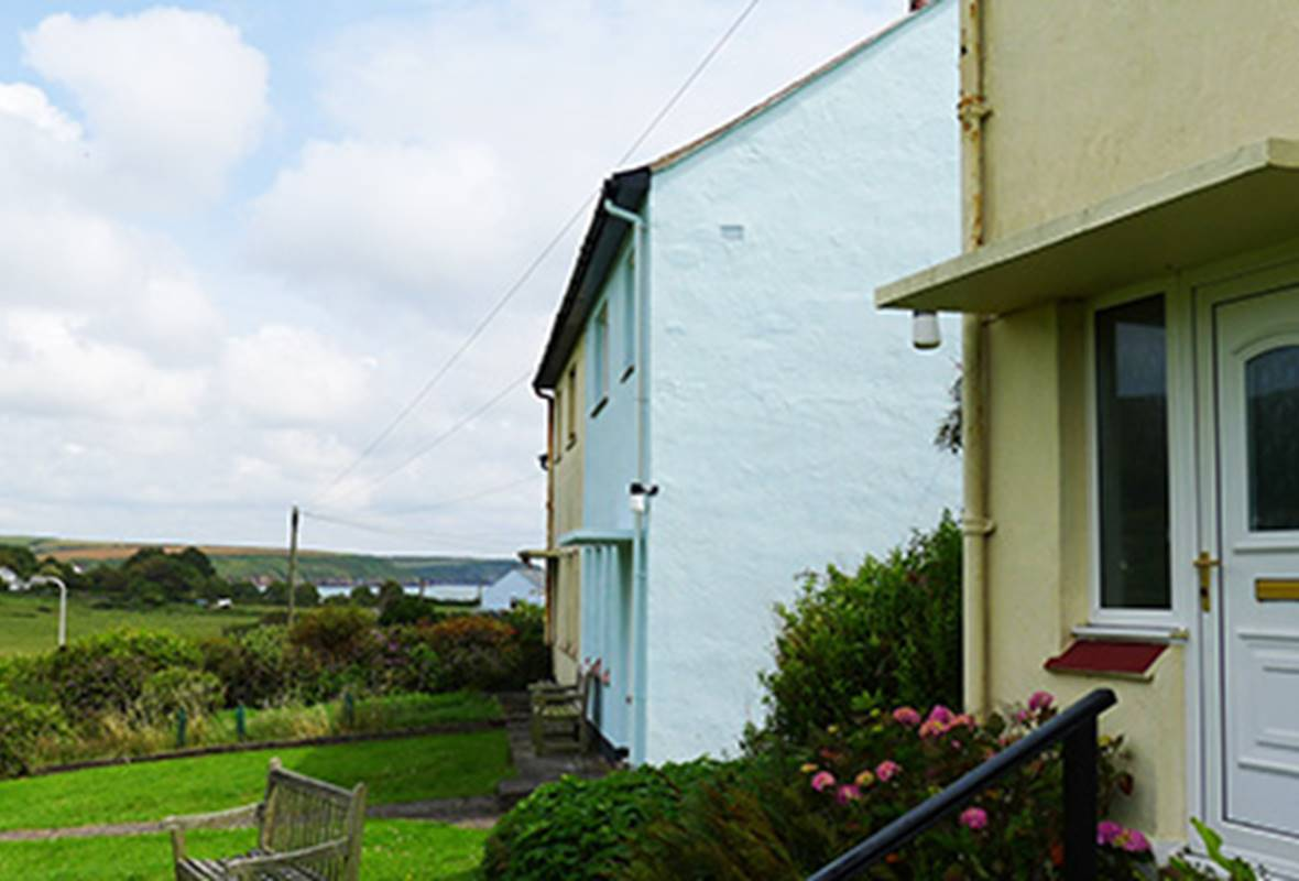 Drift Cottage - 4 Star holiday property - Dale, Pembrokeshire, Wales