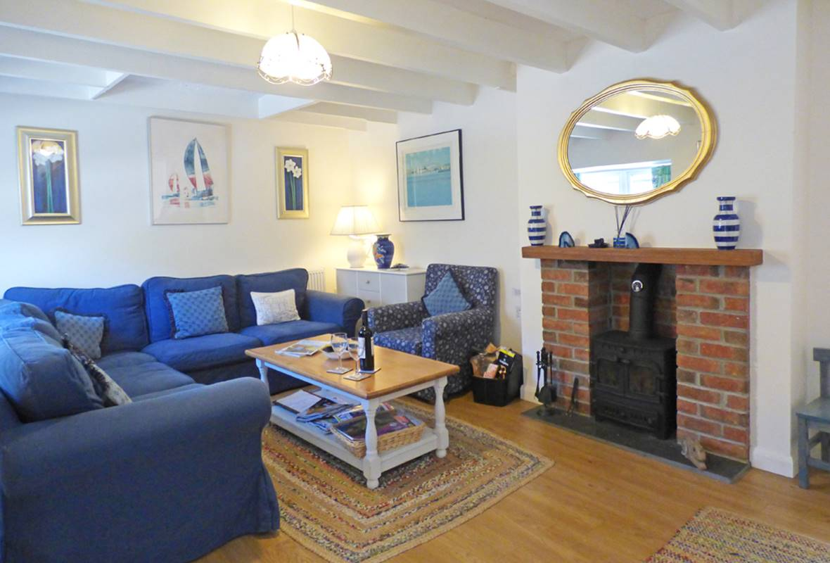 Min yr Afon Cottage - 4 Star Holiday Home - Solva, Pembrokeshire, Wales