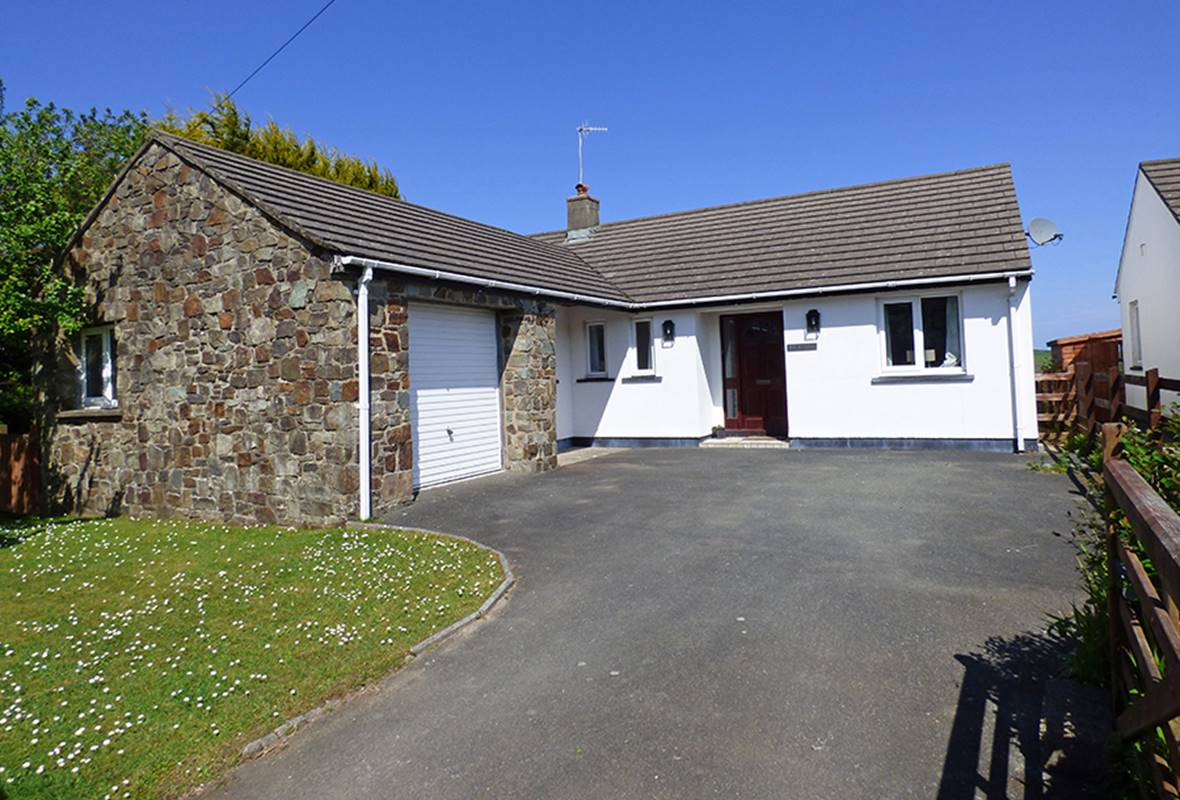The Willows - 4 Star Holiday Home - Pwllgwaelod, Pembrokeshire, Wales