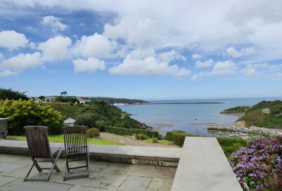 Little Pentower - 3 Star Holiday Apartment - Fishguard, Pembrokeshire, Wales