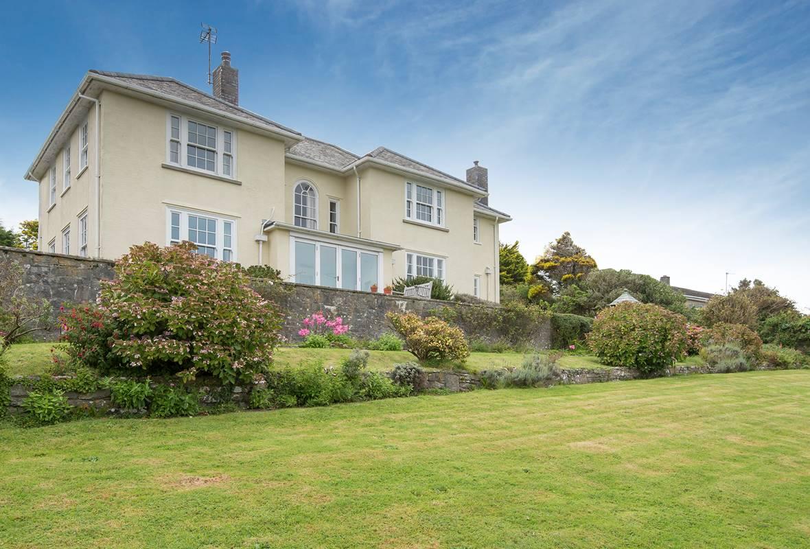 Greenala - 3 Star Holiday Home - Manorbier, Pembrokeshire, Wales