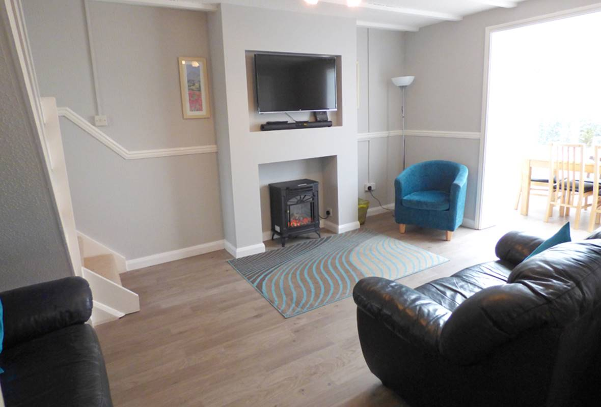 The Woolpack - 4 Star Holiday Cottage - Ivy Tower Village, St Florence, Pembrokeshire, Wales