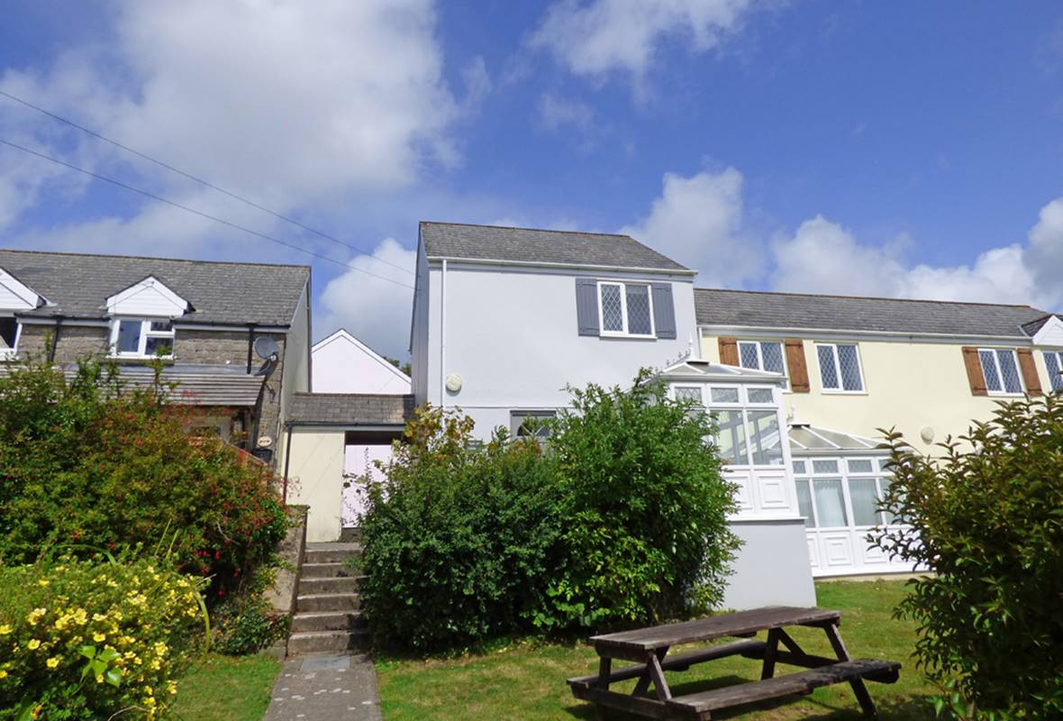 Saddlers Cottage - 4 Star Holiday Cottage - Ivy Tower Village, St Florence, Pembrokeshire, Wales