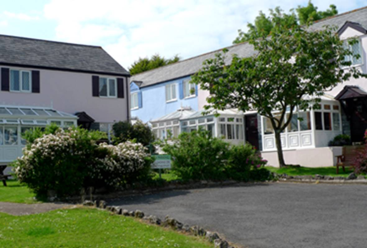 Ivy Tower House - 4 Star Holiday Home - Ivy Tower Village, St Florence, Pembrokeshire, Wales