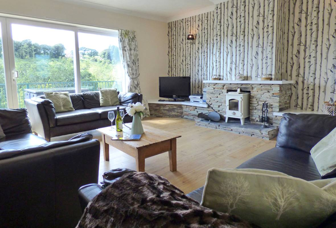 Pine Lodge - 4 Star Holiday Home - Wisemans Bridge, Pembrokeshire, Wales