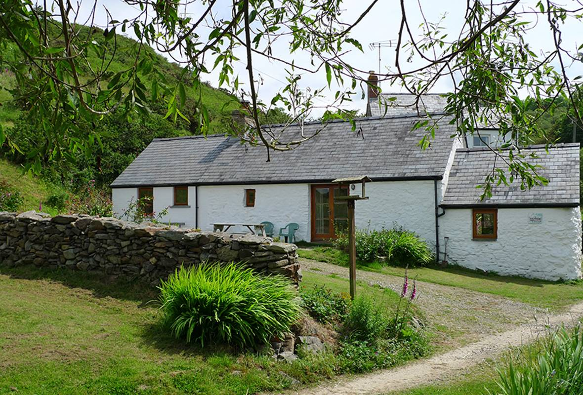 Long House - 3 Star Holiday Home - Ceibwr Bay, Pembrokeshire, Wales