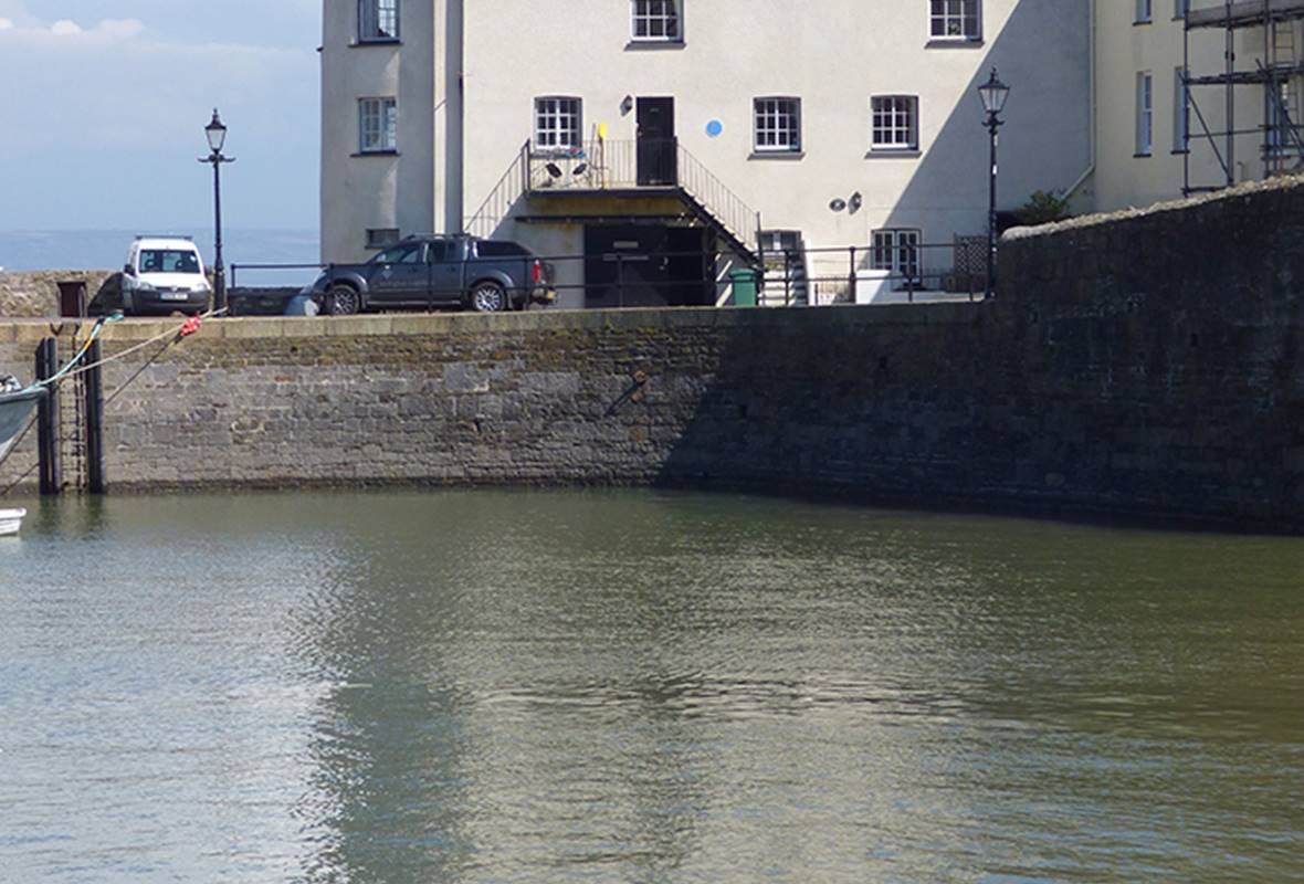 Lower Deck - 5 Star Holiday Apartment - Tenby, Pembrokeshire, Wales