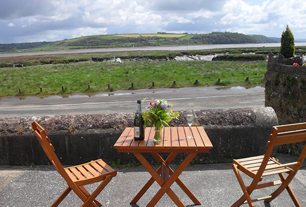 2 Strand Cottage - 4 Star Holiday Cottage - Laugharne, Pembrokeshire, Wales