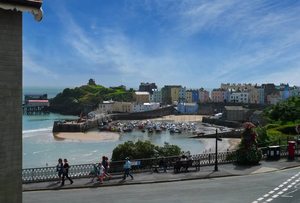 Little Harbour View - 4 Star Holiday Apartment - Tenby, Pembrokeshire, Wales