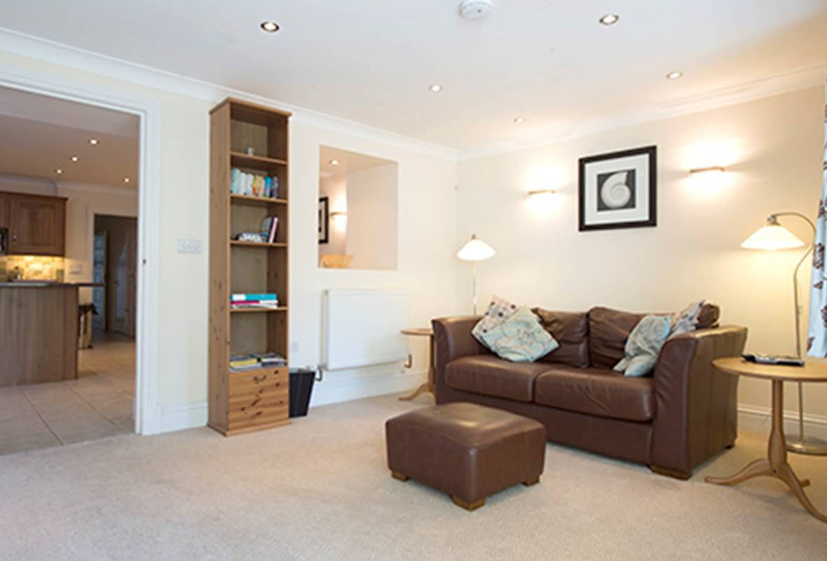 Lantern Suite - 5 Star Holiday Apartment - Tenby, Pembrokeshire, Wales